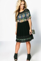 boohoo Plus Katie Retro Print Smock Dress