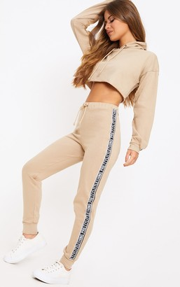 PrettyLittleThing Globalle Petite Taupe Joggers
