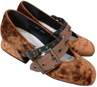 YUUL YIE Brown Velvet Heels