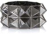 Metal pyramid cuff