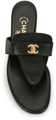 Chanel Pre Owned CC turn-lock flat sandals