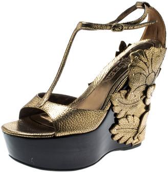 Alexander McQueen Metallic Gold Leather 3D Flower T-Strap Wedge Sandals Size 40