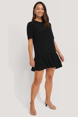 NA-KD Short Sleeve Flounce Mini Dress