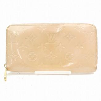 Louis Vuitton Zippy Beige Patent leather Wallets