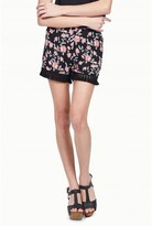 Select Fashion Fashion Womens Black Floral Tassel Short - size 6