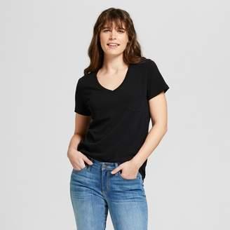 Universal Thread Women's Monterey Pocket V-Neck Relaxed Fit Short Sleeve T-Shirt
