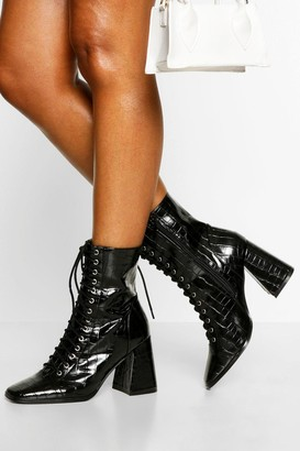 boohoo Lace Up Detail Block Heel Shoe Boots