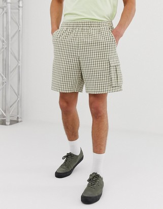 Asos Design DESIGN slim cargo shorts in seersucker check-Green