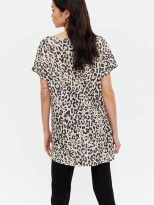 New Look Printed V Neck T-shirt - CreamLeopard Print