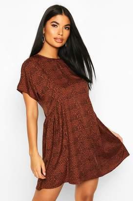 boohoo Petite Short Sleeve Leopard Smock Dress