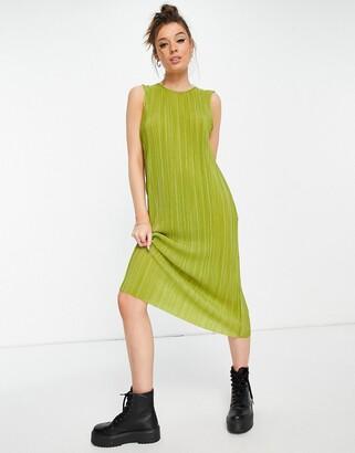Monki Bina plisse midi dress in green