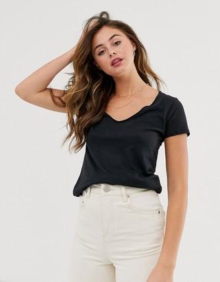 Abercrombie & Fitch v neck t-shirt-Black