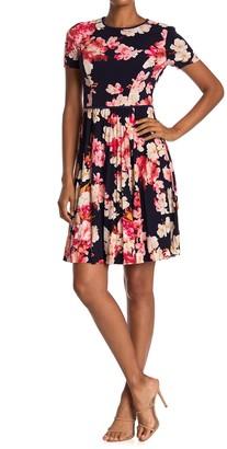 Maggy London Azalea Floral Short Sleeve Pleated Dress
