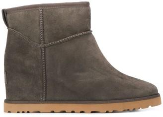 UGG Femme Mini boots