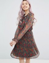 Yumi Long Sleeve Pleated Dress In Floral Print