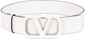 Valentino Vlogo Leather Belt in Bianco Ottico   FWRD