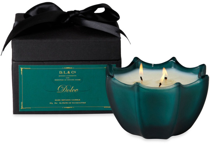 D.L. & Co. Dolce Etched 10-Ounce Scallop Candle