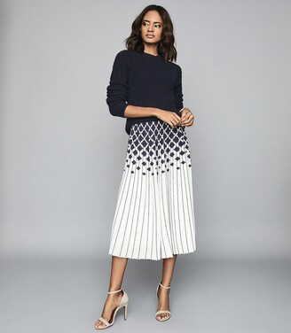 Reiss Elsa - Printed Knife-pleat Midi Skirt in Navy/Ivory