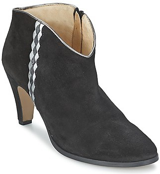 Petite Mendigote MADRID women's Low Ankle Boots in Black