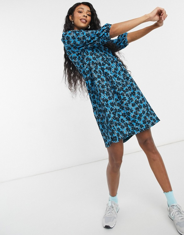 Thumbnail for your product : New Look volume sleeve mini smock dress in blue ditsy floral
