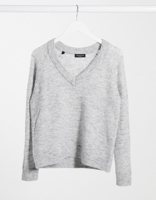 Selected jumper with v-neck in brushed knit in grey
