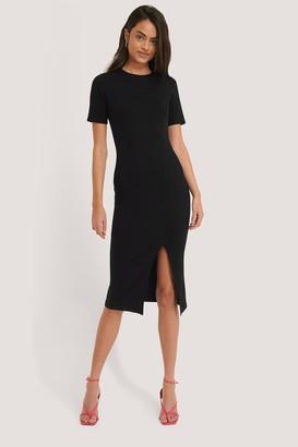 NA-KD Short Sleeve Slit Dress