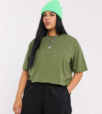 Collusion COLLUSION Plus boxy short sleeve t shirt in khaki-Green