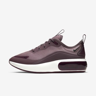 Nike Women's Shoe Dia