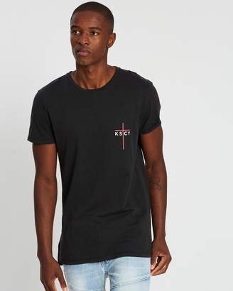 Kiss Chacey Devils Night Tall Step Hem T-Shirt
