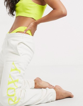 Roxy Sisters Caught In A Wave boyfriend jogger in white