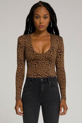 Good American Power Shoulder Body | Caramel Leopard001