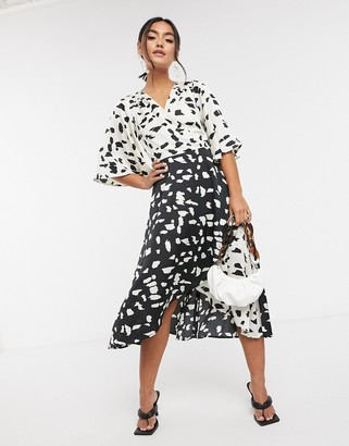 Liquorish kimono sleeve midi dress in abstract spot
