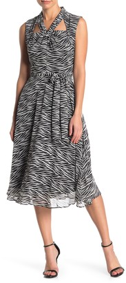 Gabby Skye Sleeveless Printed Dress