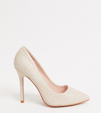 Glamorous Wide Fit court shoes in off white croc