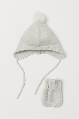 H&M Knitted hat and mittens