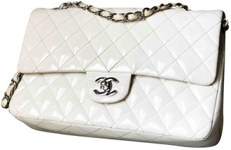 Chanel Timeless/Classique White Patent leather Handbags