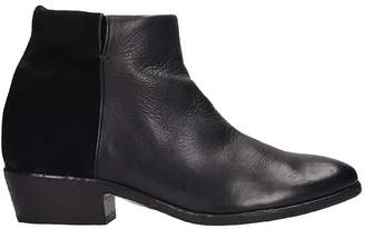 Strategia Low Heels Ankle Boots In Black Suede And Leather