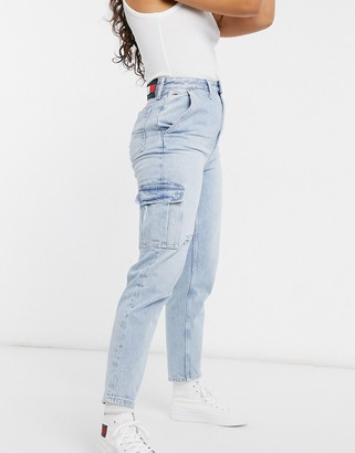 Tommy Jeans cargo mom jean in lightwash blue
