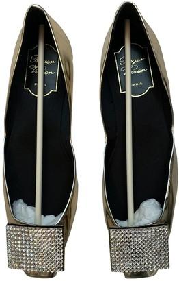 Roger Vivier Gold Leather Ballet flats