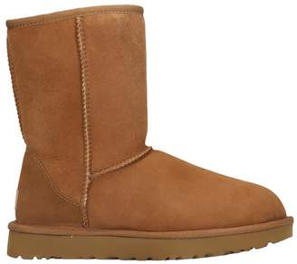 UGG Classic Short Low Heels Ankle Boots In Leather Color Suede