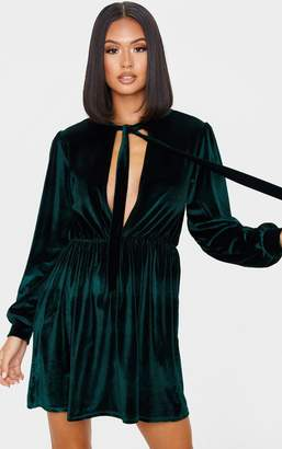 PrettyLittleThing Emerald Green Velvet Key Hole Tie Neck Front Long Sleeve Shift Dress