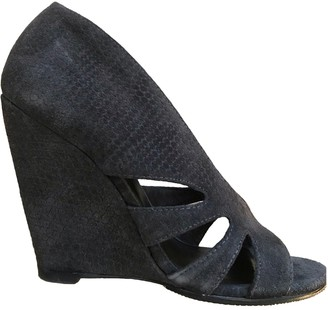 Elizabeth and James Grey Suede Sandals