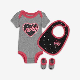 Nike Baby (0-6M) Bodysuit, Bib and Booties Set