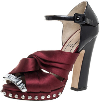 N°21 N21 Burgundy/Black Satin And Patent Leather Crystal Embellished Pleated Bow Ankle Strap Sandals Size 38