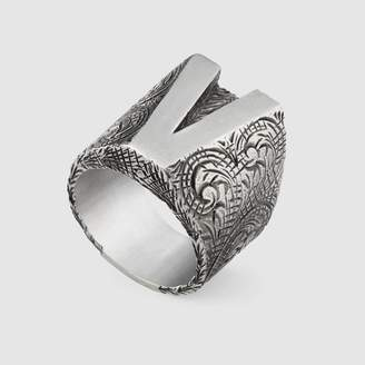 "Gucci V"" letter ring in silver"