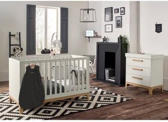 Mamas and Papas Caprio Cot Bed - White/Natural