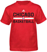 adidas Little Boys' Chicago Bulls Practice Wear Graphic T-Shirt