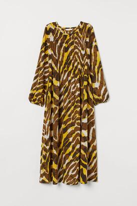 H&M MAMA Dress with Smocking - Green