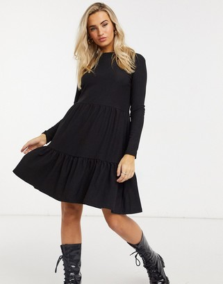 New Look long sleeved tiered smock dress in black crinkle