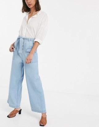Asos Design DESIGN Wide leg lightweight Jean with side pocket detail in light blue wash